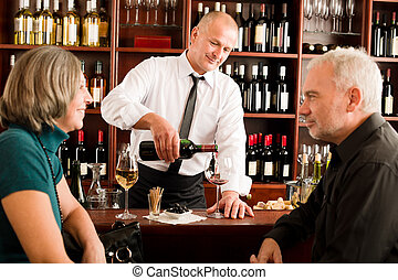 酒吧, 夫婦, 傾瀉, 玻璃, 男服務員, 年長者, 酒