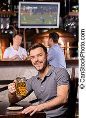 酒吧, 杯子, 坐, 年輕, pub., 啤酒, 當時, 藏品, 微笑, 漂亮, 人