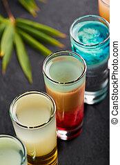 酒吧, 雞尾酒, 板岩, set., 黑色, 熱帶, top., 行, 酒鬼, 射擊, 桌子