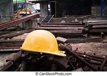 鋼盔, 建設