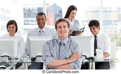 隊人像, 成功, 事務, 工作