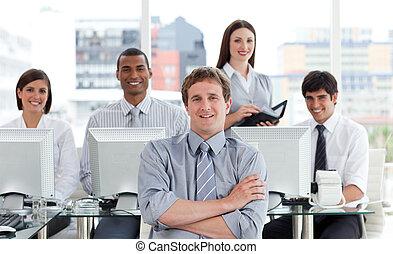 隊人像, 積極, 事務, 工作
