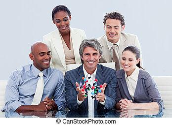 隊, 大約, 談話商業, 胜利, 革新