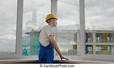 雖然, 窗口。, 建築工地, 看, 工人