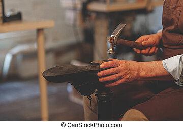 鞋匠, 工作, 年長