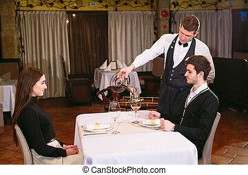 餐館, 玻璃, 倒酒, 紅色, 桌子。, 侍者
