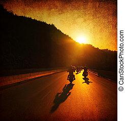 騎, 摩托車