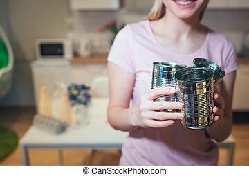 recycling., 婦女, 負責, 金屬, 錫, 準備, 環境, 當時, 分類, 罐頭, 保護, 家, 浪費