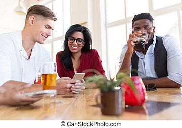 smartphone, 酒吧, 啤酒, 喝酒, 朋友, 愉快