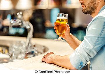 town., 啤酒, 酒吧, 坐, 圖像, 計數器, 年輕, 被收獲, 玻璃, 當時, 藏品, 享用, 最好的人